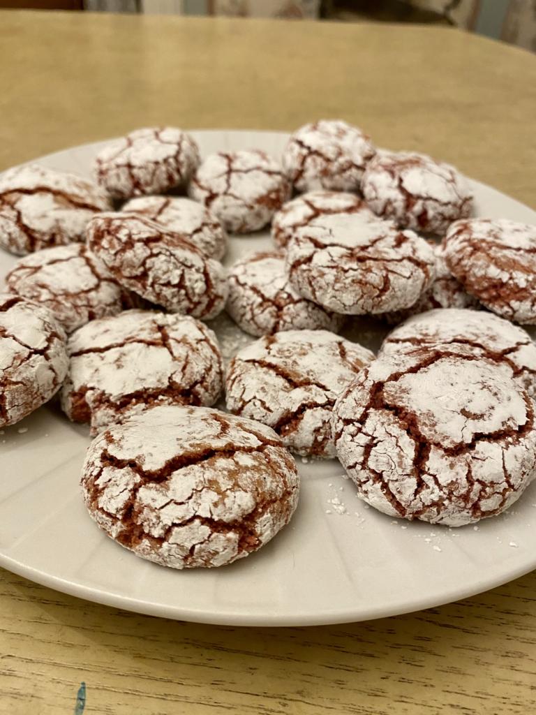 Amaretti cookie plate